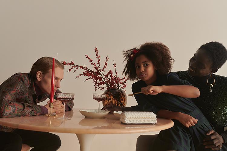Festliche Styles von aktuellen Designern aus den Herbst/Winter-Kollektionen für Mädchen und Jungen.