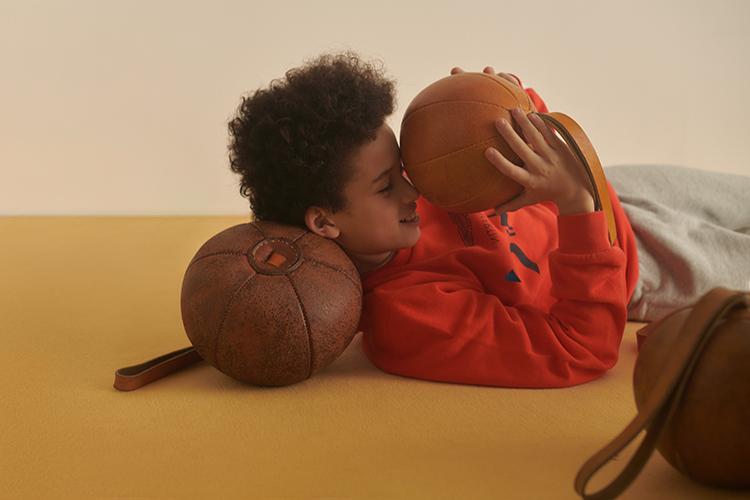 Sportliche und bequeme Kidswear gibt es im KaDeWe-Onlinehsop für Jungen.